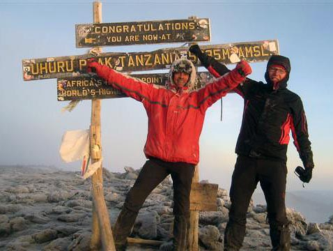 Jeroen, Feitze, Baba yetu & Thomas at the summit of Kilimanjaro, 7summits.com expeditions